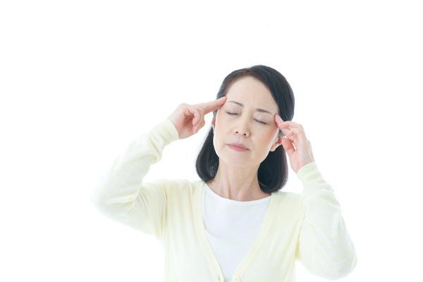 頭痛は不安や緊張などの心理的、感情的なストレスが原因で筋肉が過度に緊張することにより、血管や神経を圧迫して痛みとして現れます